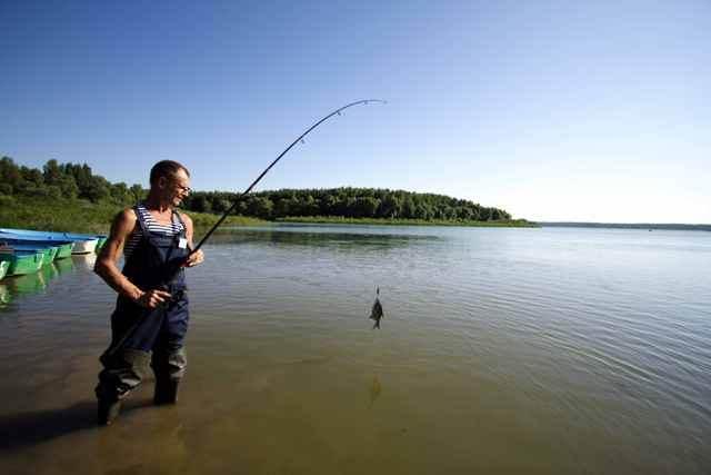 Рыбак на Можайском водохранилище